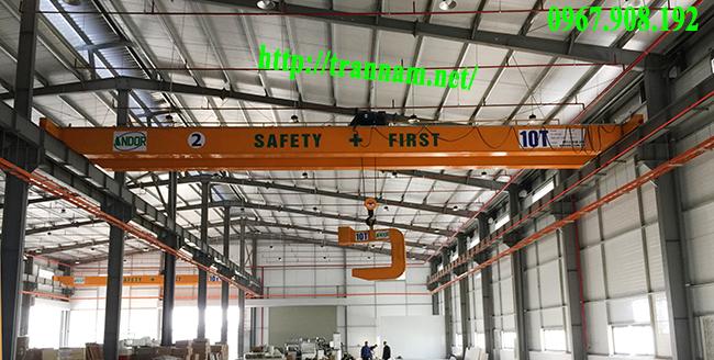 Cầu trục 10 tấn trong nhà xưởng