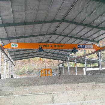 Đặc điểm, công dụng và cách dùng cầu trục, cổng trục an toàn